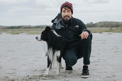 Fotograf Daniel Weisser mit seinem Border Collie Ben
