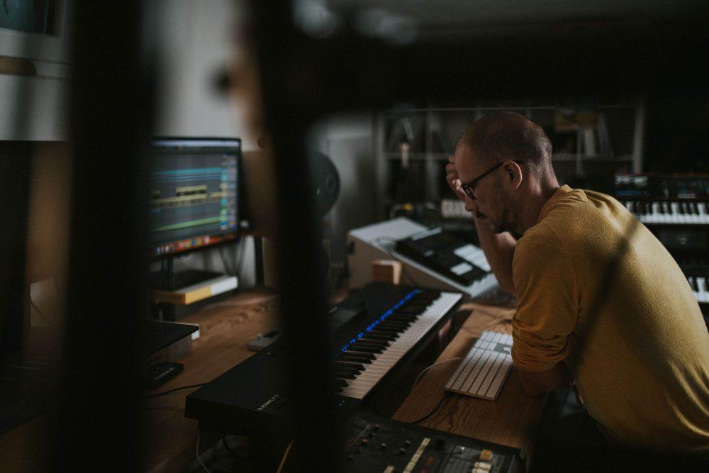 Pressebild Rekobeats - Musikerportrait Beatmaker Fabian Pöhm