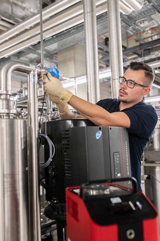 BWT Best Water Technology, Reinstmediensysteme für Pharma und Biotech, Reinstwasser, Portrait Servicetechniker