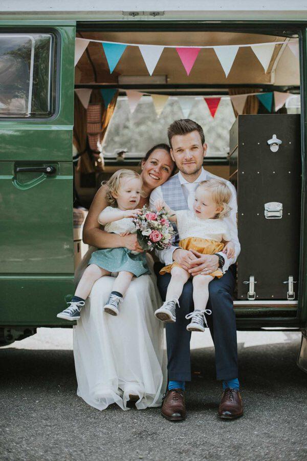 Hochzeitspaar,Hochzeitsreportage, Pforzheim, Mannheim, Bulli, VW Bus, Zwillinge, Camping, Hochzeitsportrait
